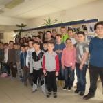 2.c. és a 6.c/1 osztály tanulói német népismeret tanárnőjükkel / Schüler der Klassen 2.c und 6.c/1 mit ihrer Volkskundelehrerin