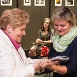 Viktoria Kreisz erhielt den Barátság-Sonderpreis von Eva Mayer / Kreisz Viktória a Barátság folyóirat különdíját kapta Mayer Évától
