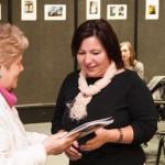 Krisztina Scheffer erhielt den Barátság-Sonderpreis von Eva Mayer / Scheffer Krisztina a Barátság folyóirat különdíját kapta Mayer Évától
