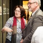 Wettbewerbsteilnehmerin Maria Wolfart mit LdU-Vorsitzendem Otto Heinek / Wolfart Jánosné és Heinek Ottó, az MNOÖ elnöke