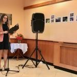 Váradi Melinda NNÖ-tag nyiltotta meg a kiállíítást / DNSV-Mitglied Melinda Váradi eröffnete die Ausstellung