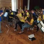 A Babarci Ifjúsági Fúvószenekar adott koncertet a búcsún / Die Bawazer Jugendblaskapelle gestaltete das Kirmesprogramm