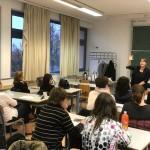 Müncheni szakértők segítségével új ötletekkel gazdagodott a magyarországi némettanárok módszertára / Expertinnen aus München brachten ungarischen Deutschlehrkräften pfiffige Methoden bei