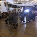 A tanárok tánccal lepték meg a diákokat / Überraschungstanz der Lehrer (foto: Zentrum)