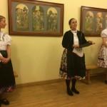 Edina Mayer stellte die Hajoscher Tanzgruppe vor / Mayer Edina a Hajósi Tánccsoportot mutatta be
