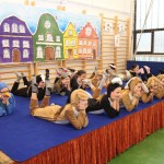 A Homoktövis Általános Iskola diákjai / SchülerInnen der Homoktövis-Grundschule
