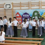 Az első osztályosok megnyitó műsora / Eröffnungsprogramm der Erstklässler