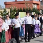 A Mezőfalvi Német Nemzetiségi Gyermek Tánccsoport  / Die Herzogendorfer Ungarndeutsche Kindertanzgruppe (Fotó: Pats Krisztina)