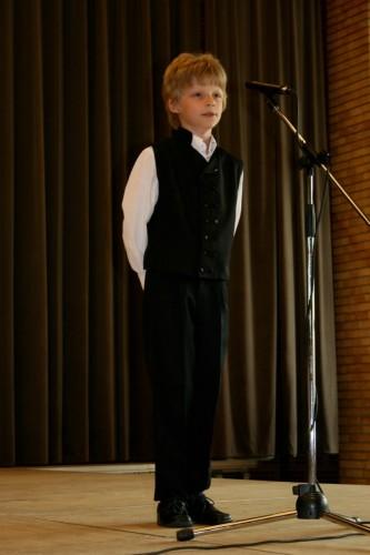 Kniezl Milán, a Csolnok és Környéke Körzeti Általános Iskola diákja, a nyelvjárás (1-2. osztályosok) kategória győztese