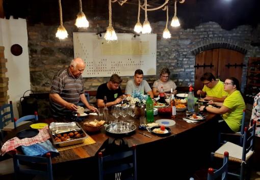 Mittagessen im Presshaus der Familie Jordan