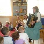 Die Kleinen machten sich auch mit der Ziehharmonika bekannt