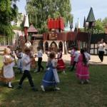 "Die Gruppe ""Schmetterling"" des Wunderland Kindergartens in Seksard / A szekszárdi Wunderland Óvoda ""Pillangó"" csoportja"