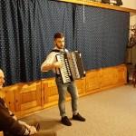 Kramm András zenélt a táncházban / András Kramm sorgte für die Tanzhausmusik