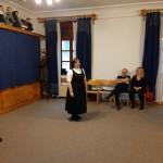 Krammné Mezei Anikó baranyai táncokat tanított az érdeklődőknek / Anikó Kramm-Mezei brachte den Interessenten Tänze aus der Branau bei