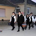 Ein alter Brauch wiederbelebt: Blochziehen in Hartian (Foto: Dr. Péter Szikszay)