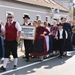 Auch der Kränzlein-Volkstanzverein aus Bonnhard nahm am Volksfest teil