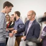 Jens Preißler átadja a zsűri egyik különdíját / Jens Preißler überreicht einen Sonderpreis