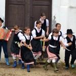 Deutsche Nationalitätenselbstverwaltung Tschitschau: Spaß im Regen in Tschitschau