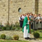 Dr. Pákozdi István atya áldást mond