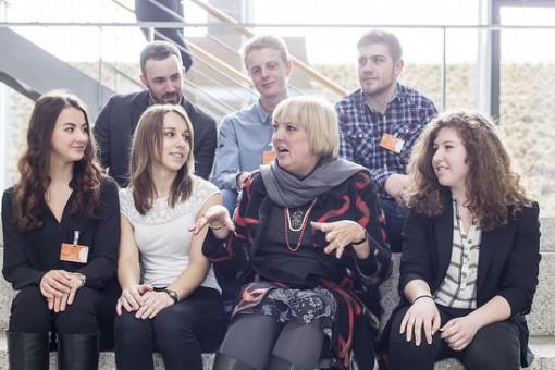Claudia Roth mit Jugend debattiert