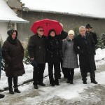 Emlékező családtagok, barátok, munkatársak a megemlékezésen / Familienmitglieder, Freunde und Kollegen wohnten der Gedenkveranstaltung bei