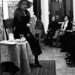 "Frank Ildikó hét különböző nőalakot formál meg a ""Café Klimt"" c. kamaradarabban / Im Kammerstück ""Café Klimt"" begeisterte Ildikó Frank das Publikum in sieben verschiedenen Frauenrollen"