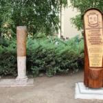 Az emlékezés oszlopai / Säulen der Erinnerung (Fotó: kornye.hu)
