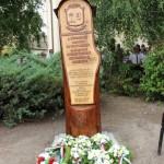 Az új emlékmű / Das neue Denkmal (Fotó: kornye.hu)