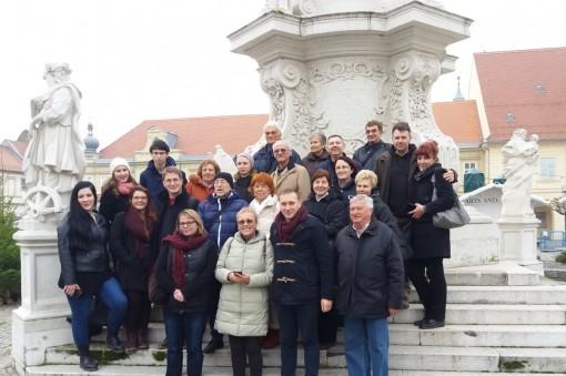 mit-den-deutschen-aus-serbien-und-kroatien-an-der-dreifaltigkeitssaule