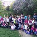 TrachtTag az olaszi iskolában: 53 diák és 6 tanár / TrachtTag in der Grundschule von Ahlaß: 53 Kinder, 6 LehrerInnen