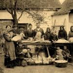 Ármin Handler: Sauschlachten bei einer Familie im Jahre 1942 in Bohl/Bóly